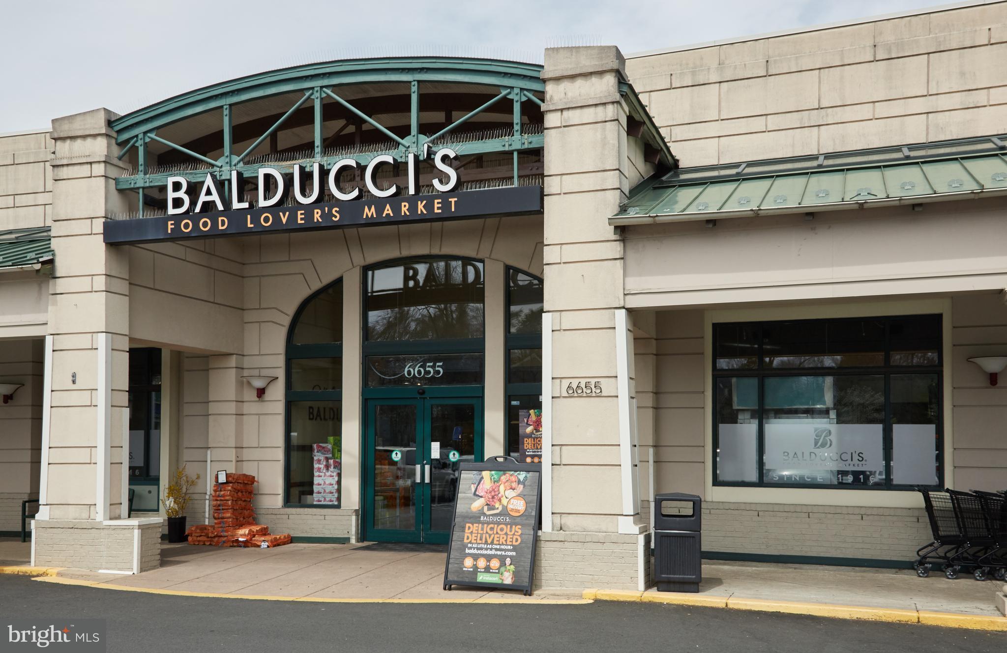 Balduccis storefront